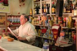 Eugenio bar y comestibles.